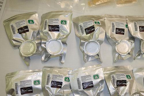 Для приготовления кофе ISSpresso использует капсулы Lavazza.